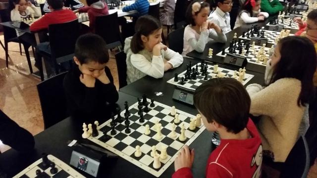 Ivan Muñoz de 5 años, de negro concentrado
